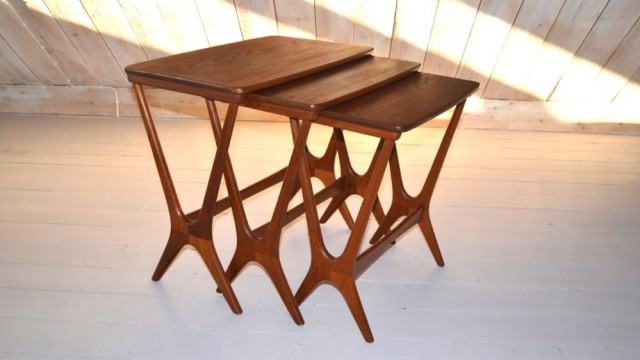 Nesting tables in teak (3)